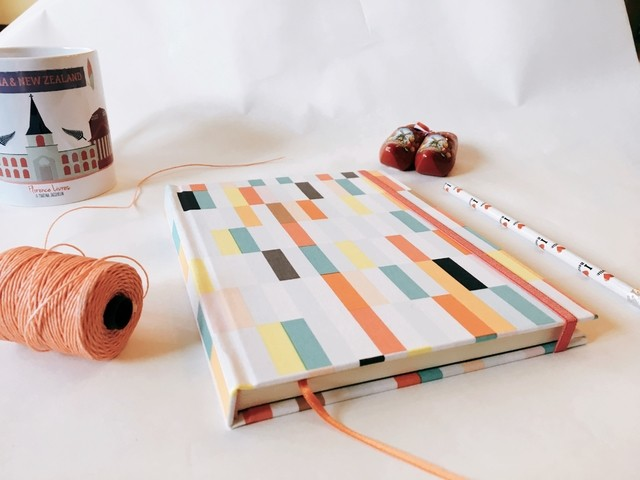 Kit Buenos Deseos - Notebook Geo Color + Vela - Florence Livres