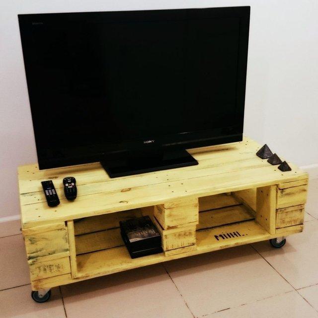 Mesas para la television interesting excelente mesa de tv for Mesa tv 49 pulgadas