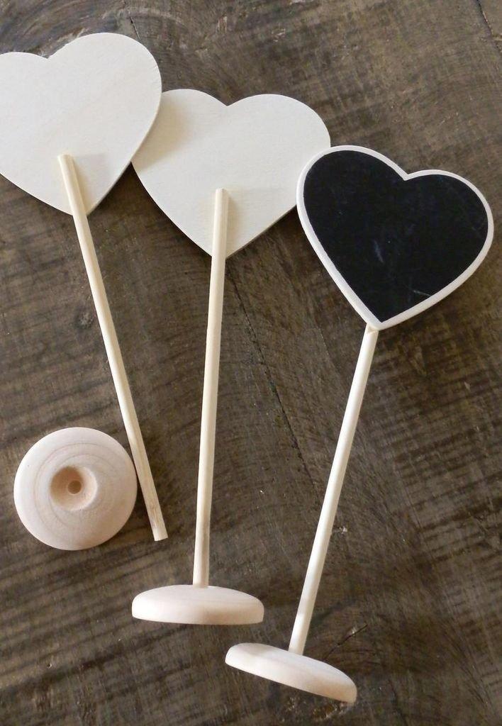 Mini Pizarrón con forma de corazón, con palo y base de madera.