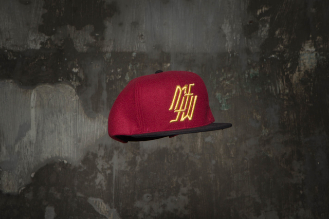 Snapback Under Wine / Gold na internet