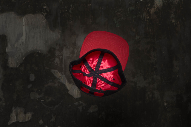 Snapback Under Black / Red - MOTHAFUCKA CLOTHING
