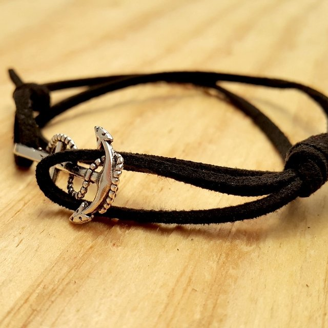 PULSERA ANCLA BLACK LITTLE en internet