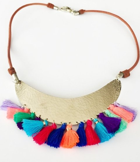 Collar Tribal Plateado con Borlas Multicolor