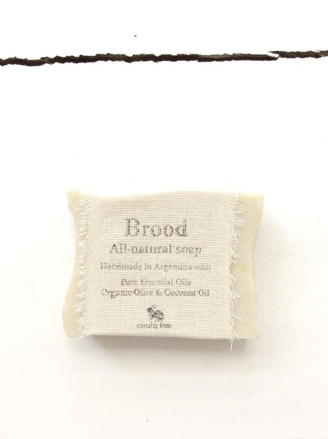 All-Natural Soaps / Jabones 100% naturales - Brood