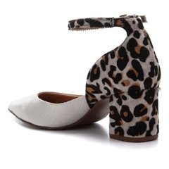 Scarpin Branco Com Animal Print na internet