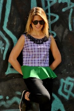 Top escoces con peplum verde