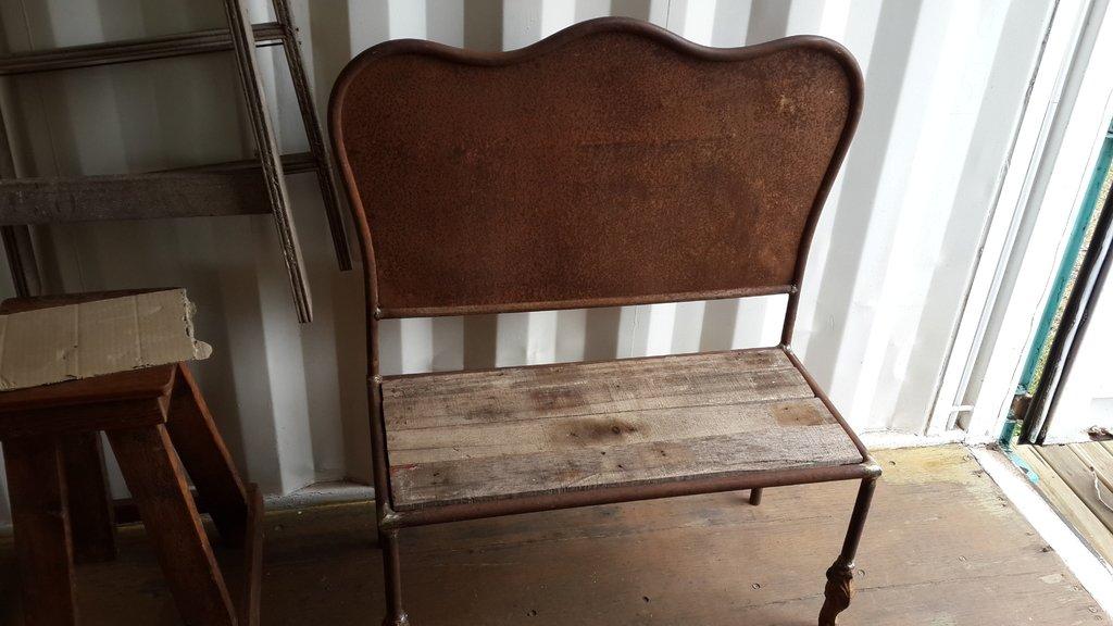 Banco con respaldo realizado con cama antigua en hierro - Camas antiguas de hierro ...