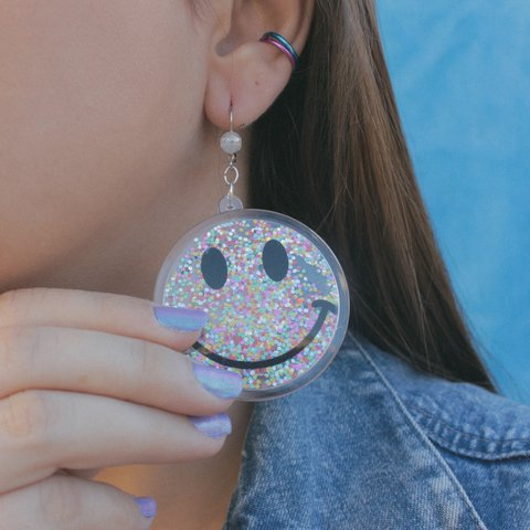 Brinco Smiley Glitter Colors