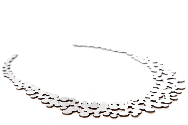 Iskin Collar Abstraction Bubbles - Cuero - Joyería Contemporánea