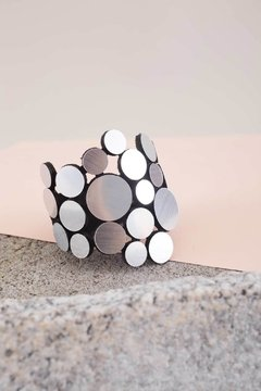 Abstraction Acrylic Bracelet Asymmetric - New In - Brazalete de la Colección Abstraction elaborado en gamuza y acrílico