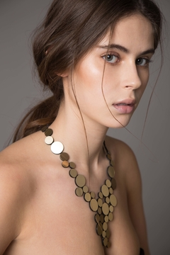 New In! Collar Abstraction V Metallics - En Cuero y Acrílico - Joyería Contemporánea by Iskin Sisters - Oro - comprar online