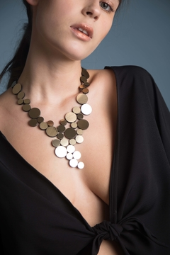 New In! Collar Abstraction V Metallics - En Cuero y Acrílico - Joyería Contemporánea by Iskin Sisters - Oro