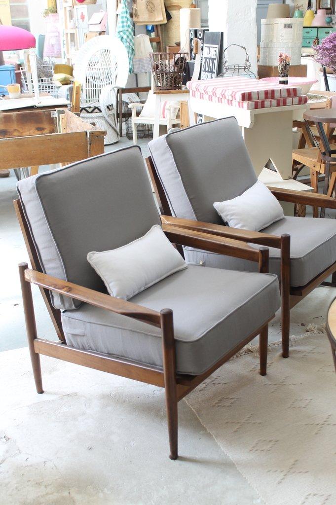 Sillones estilo escandinavo suelo de parquet sillones de for Sillones estilo escandinavo
