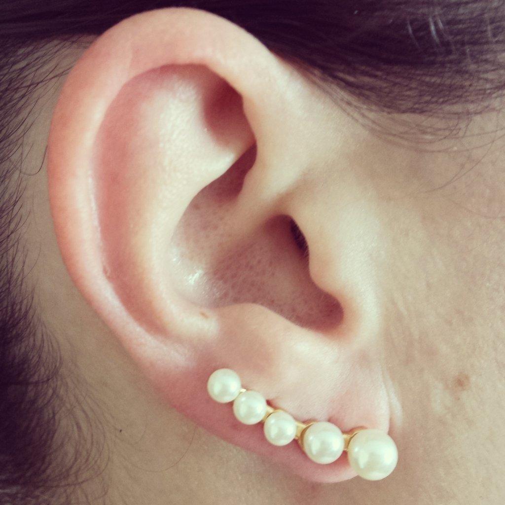0db87007fcee7 Brinco Ear Cuff de Pérolas - Semi Joia Folheado Ouro 18K