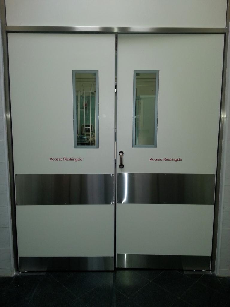 Puerta doble sanatorio vaiv n comprar en cuben s a for Precio de puertas vaiven de madera