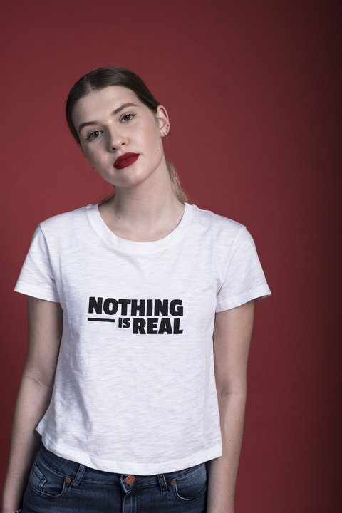 Remera Nothing Gal Blanco en internet