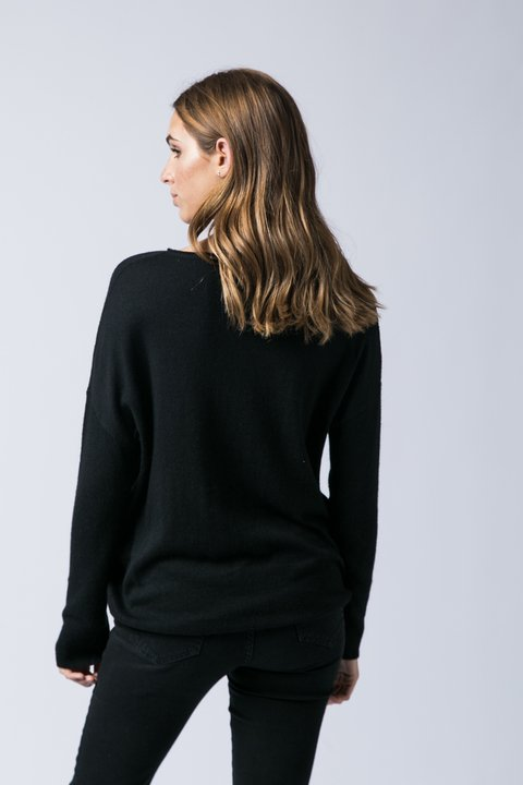 SWEATER PLAZA NEGRO en internet