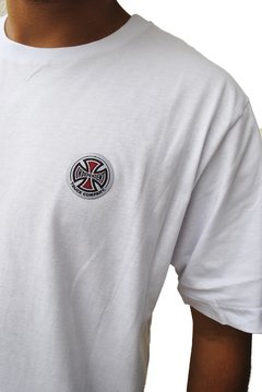 Camiseta Independent Truck Cross Logo na internet