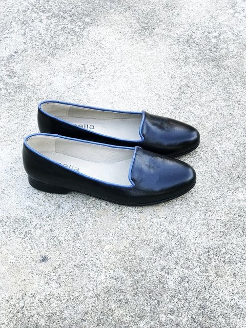 SLIPPER NEGRO BORDE AZUL 37
