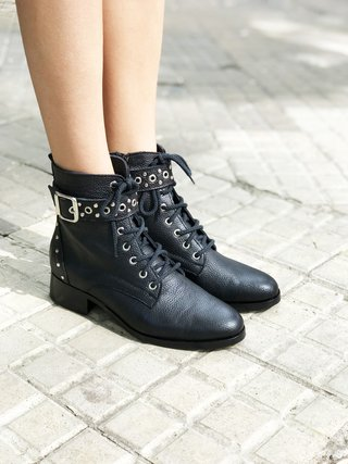 BOTA PUNK - Camelia Shoes