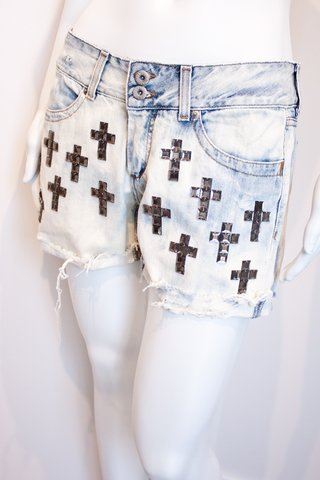 SHORTS COM CRUCIFIXOS [M]