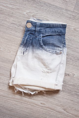 SHORTS DEGRADÊ COM PUÍDOS [PP]