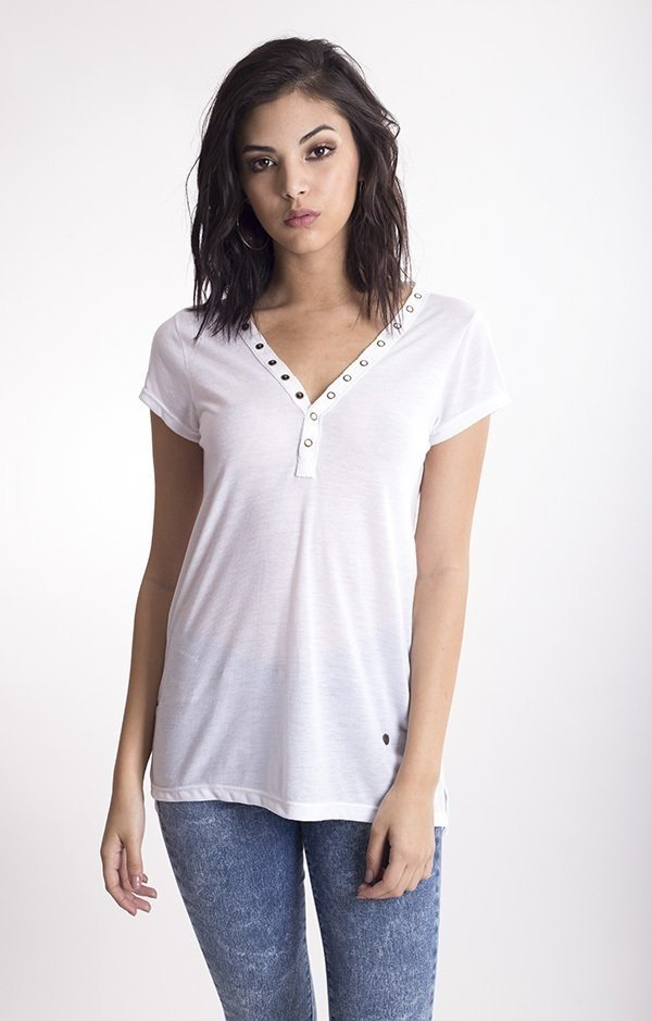 s169 Remera broches en escote Java
