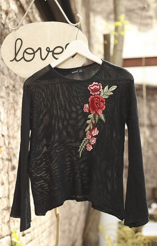 i520 Sweater ancho con aplique	Kirap