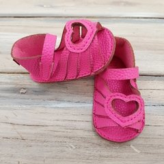 Sandalia Mini Anima Corazon Fucsia