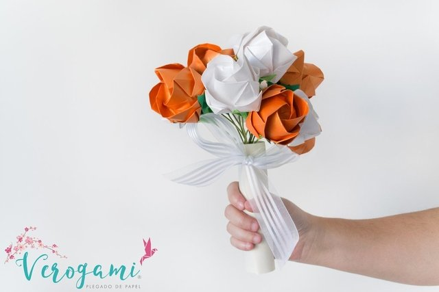 Bouquet de Flores - White and Orange
