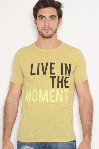 Remera Viscosa Estampa Live The Moment Lima
