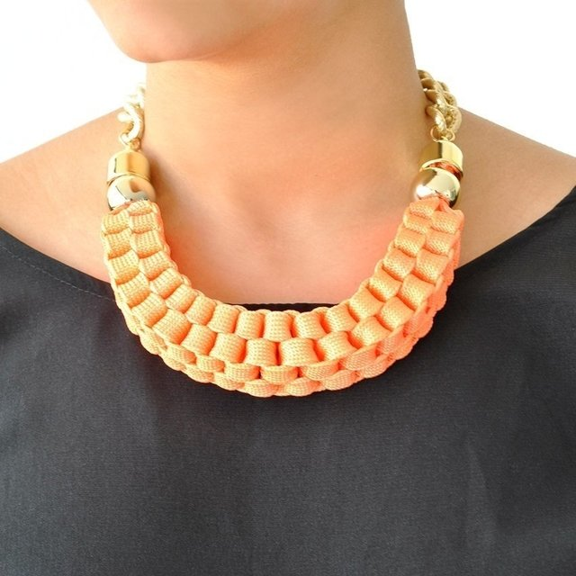 Collar Doll Chain Naranja Claro en internet