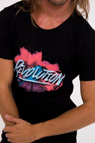 Remera Revolution en internet