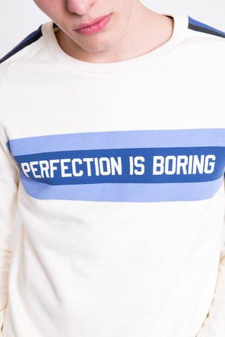 BUZO PERFECTION IS BORING en internet