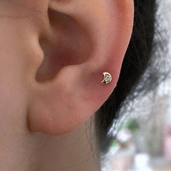 TINY LITTLE CUTE MOON STUD (X1)