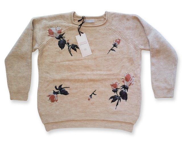 sweater con apliques y perlas