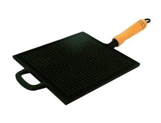 Bifeteira de ferro quadrada estriada 22cm