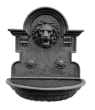 Fonte para parede cara de leão em ferro