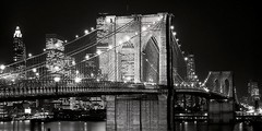 Brooklyn Bridge at Night en internet