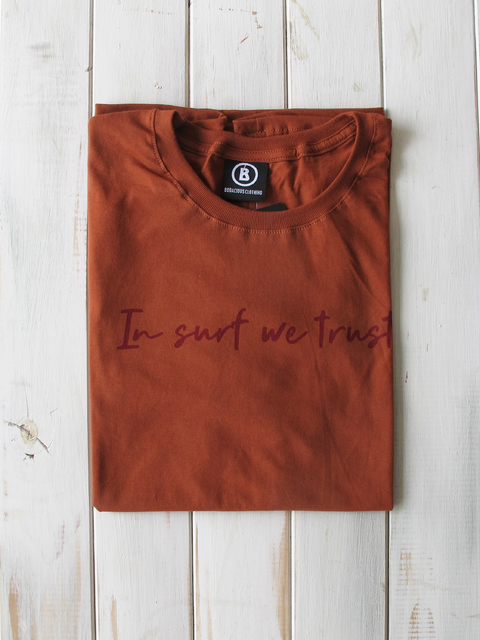 REMERA IN SURF WE TRUST - comprar online