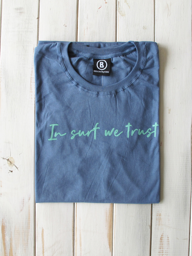 Imagen de REMERA IN SURF WE TRUST