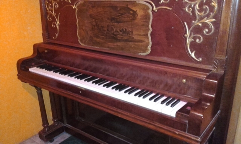 "Importante Piano Antiguo Vertical Americano ""MFD By WING & SON NEW YORK GRAND SCALE 1910"" en internet"