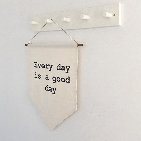 "Banner de lienzo crudo ""EVERY DAY IS A GOOD DAY"" 52cm x 40cm (Medidas aproximadas)"