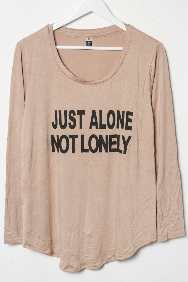 R1026/5 Syes, Remera estampa Just alone not lonely, Talles grandes - comprar online