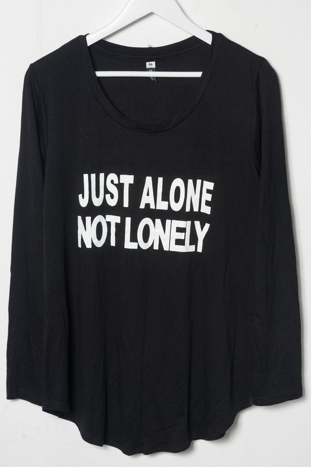 R1026/5 Syes, Remera estampa Just alone not lonely, Talles grandes - Avellaneda Moda
