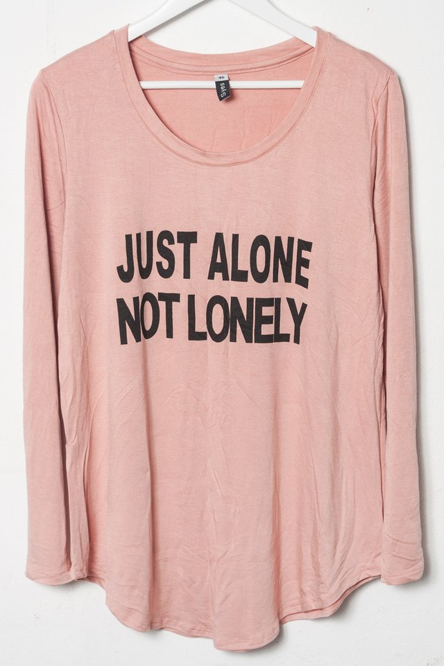 Imagen de R1026/5 Syes, Remera estampa Just alone not lonely, Talles grandes