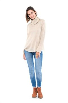 SWEATER PUELO CON CUELLO DESMONTABLE CRUDO - laresba