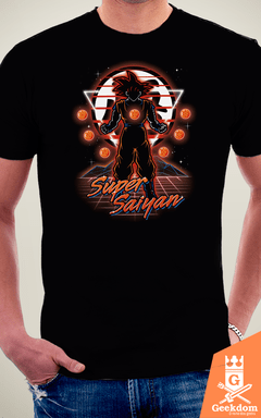 Camiseta Dragon Ball - Super Saiyajin Retrô - by Olipop | Geekdom Store | www.geekdomstore.com