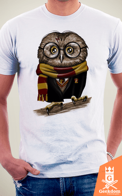 Camiseta Harry Potter - Owly Potter - by Vincent Trinidad Art | Geekdom Store | www.geekdomstore.com