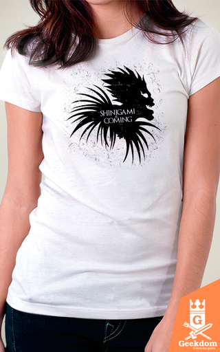 Camiseta Shinigami Is Coming - by Ddjvigo - Geekdom Store - Camisetas Geek Nerd
